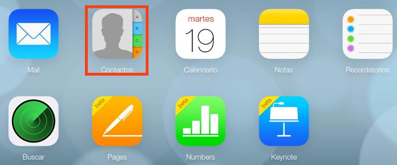 Abre iCloud y haz clic en Contactos